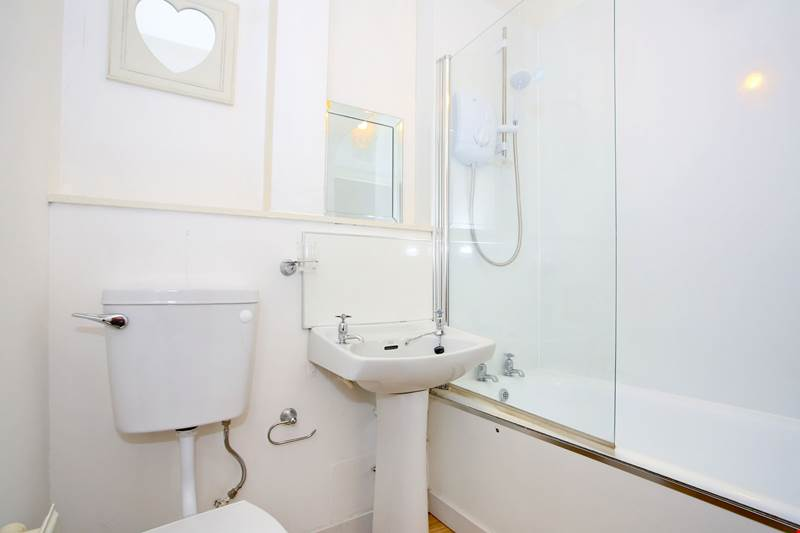 40B Rose Bathroom