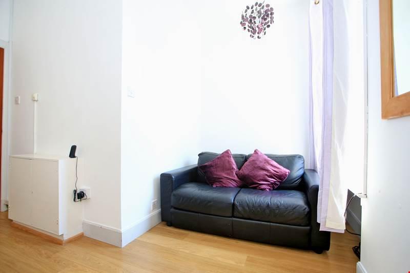 40B Rose Lounge-Bed3